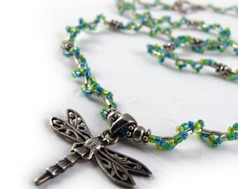 LIBELLULE perles collier, nuances de vert de ressort, miyuki delicas de verre, breloque en argent sterling, perles miyuki facilement