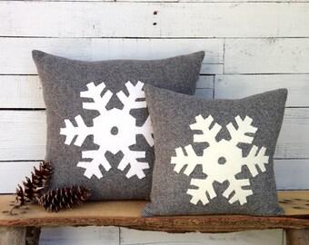 Snowflake Pillow, Snowflake Decor, Winter Pillow, Rustic Home Decor, Cabin Pillow, Ski Lodge Decor, Rustic Woodland Decor, Rustic Snowflake