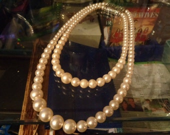 Pearl necklace 2 rangs/PERFECT imitation/ 90s/Vintage/Good condition/VERYNice effect!