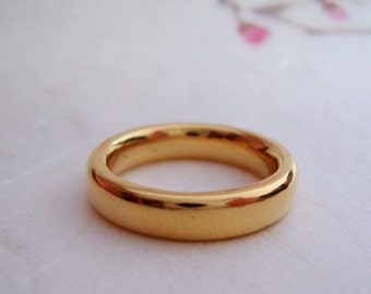 22k solid Gold classic wedding band court profile with custom engraving