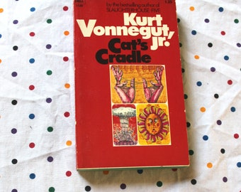 Cat's Cradle By Kurt Vonnegut. 1970s Vintage Collectible Paperback Early Printing. Kurt Vonnegut 1973 Vintage Paperback Book.