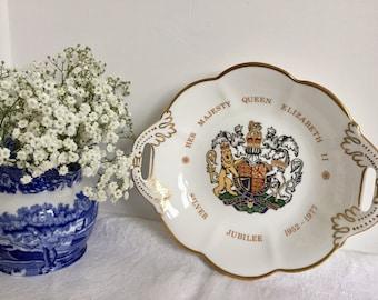 Silver jubilee souvenir plate/tray/ Elizabeth II 1977.