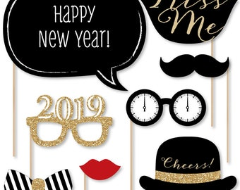 New Year's Eve Photo Booth Props - Gold Photobooth Kit with Custom Talk Bubble - 2019 Photo Booth Accessories - 20 Photo Props and Dowels