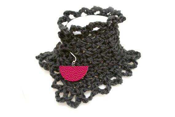 Collar Bohemian crochet handmade grey anthracite (black), brass, wood, fabric pic Japanese seigaiha motif