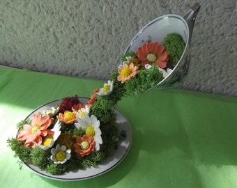 "Original design ""flying Cup"", in cold porcelain, signed Pastaud Limoges porcelain cup shaped flowers"