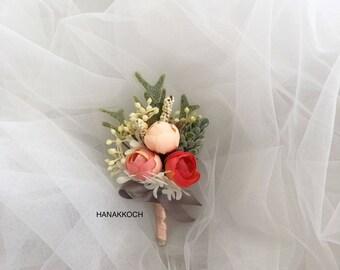 Boutonniere / Buttonhole / Corsage / Groom's Accessories / Groomsmen / Wedding Boutonniere / Ranunculus / Garden Wedding / Wedding Corsage