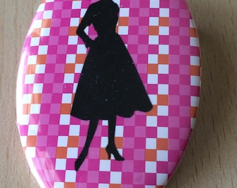badge / brooch vintage silhouette fashion 09