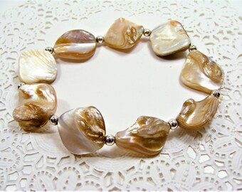 Natural Mother of Pearl Stretchy Shell Bracelet