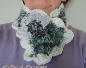 snood soft gray and white with crochet flower