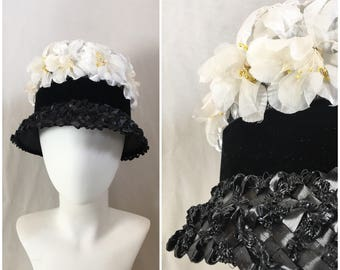 Vintage Mid Century Floral Straw Bucket Hat / 1950s 1960s Black Straw, Black Velvet and White Flowers / Flower LampShade Hat / Black & White
