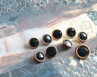 8 old metal and resin shank, black and gold buttons, 961