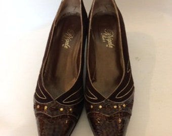 Vintage shoes 60s Regale by Rich's Brown Leather suede court shoes pumps with gold embroidery size UK 6.5  EU 39  US 8.5