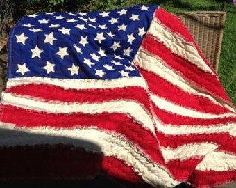 Vintage-Style American Flag Rag Quilt