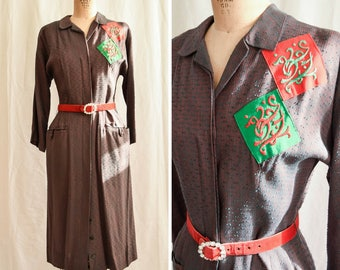 Abby Kent | Vintage 1940's Shirtwaist Dress Button Front Welt Pockets Two Tone Red and Green Weave Embroidered Diamonds 40s Dress Volupt