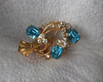 Vitnage 1940s to 1950s Gold Tone Pin/Brooch/Pendant Teal/Aquamarine Colored Rhinestones Emerald Cut Sparkly