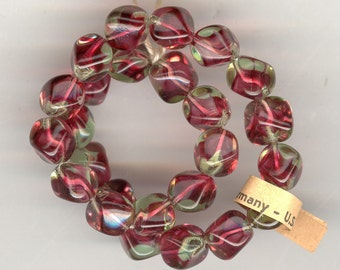 25 Stunning Vintage Germany US Zone Ruby Peridot GIVRE Glass Nugget Beads. 8mm No.325H