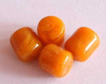 Resin beads natural caramel 17 * 15 mm, set of 4