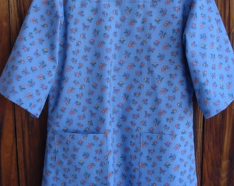 SIZE 6-8 The Mama San Mamasan Kappogi Full Coverage Smock Apron - Small Floral on Blue Print - Size X-Small (6-8)