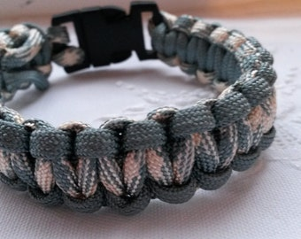 Cream and  grey paracord bracelet