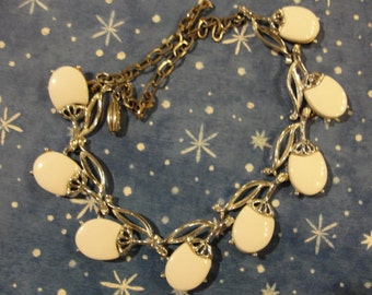 Vintage   coro Thermoplast  coro necklace