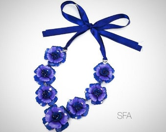 The Lauren acrylic flower necklace with ribbon tie