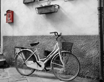 Black and white bicycle with red coloursplash fine art print - travel photography print - bicycle wall art - Italian print - wall art