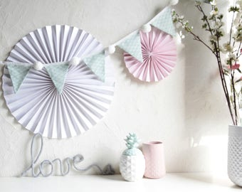 Garland PomPoms PomPoms scales mint flags white