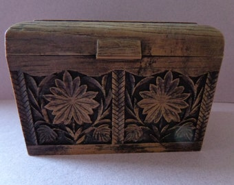 Lerner Recipe Box, faux wood, Flowers and Leaves design, comes with divider cards, vintage plastic box