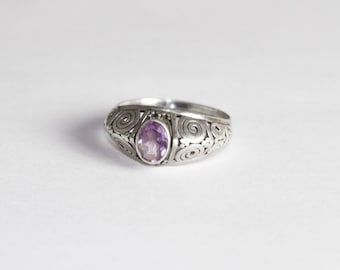 Beautiful silver ring with a beautiful Amethyst