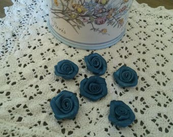 Set of 6 blue flowers in satin to sew or stick