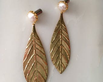 """Pearl with gold feather dangle drop plugs gauges 8g-1"""""""