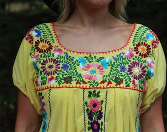 Vintage 1970s Oaxacan Mexican Embroidered Dress / Southwestern / Embroidery / Hippie / Gypsy / Boho / Floral