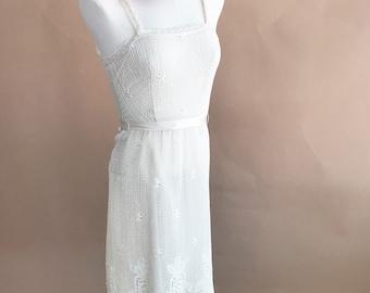 vintage sleeveless lace dress