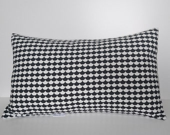 Rectangular cushion with graphics little knots/triangles/scales
