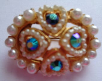 Vintage Unsigned Oval Goldtone/AB Stones/Faux Pearl Hearts Brooch/Pin