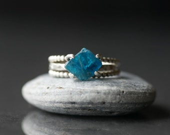 Raw Apatite ring Raw blue Apatite ring Stackable rings Hammered ring Beaded ring Raw gemstone set ring Rough stone ring Blue ring Unique
