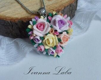 Flowers pendant, wedding pendant, bridal accessory, bridesmaid pendant, bridesmaid jewelry, flowers accessory, rose blossoms