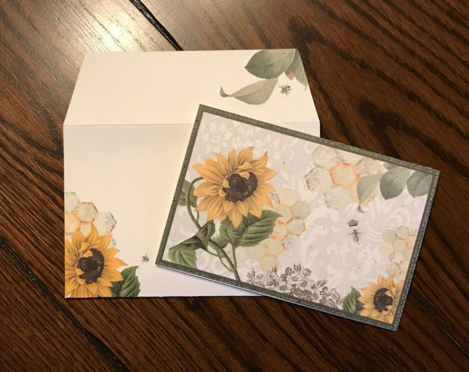 """Vintage Sunflower and Queen Bee ~ Matching Card and Envelope Set (4"""" x 6"""" Folded) Digital Download ~ Printable / Blank Card / Flowers / Bee"""
