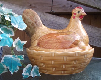 Vintage Sadler Chicken Hen Egg Crock Egg Basket