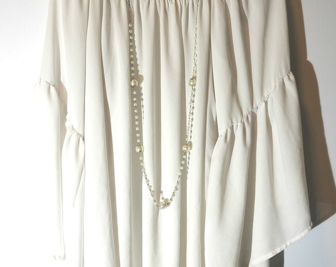 Super long necklace white
