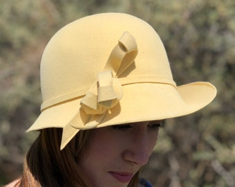 1950s yellow felt cloche hat/ 1950s creation by andre hat/ vintage hat