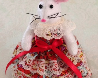Felt Mouse,Mother's Day Mouse, Felted Mouse,Mouse Figure,Mouse Doll,Stuffed Mouse,Ornament,Birthday,Collectible Mouse,Valentines Gift M601