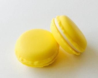 6 surprise macaron yellow plastic boxes
