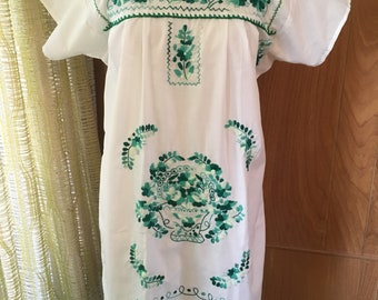 Vintage 70s Embroidered Mexican Tunic Dress Beautiful Green