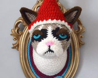 Christmas Special, Crochet cat head in a golden frame with removable a christmas hat, inspired by Grumpy cat