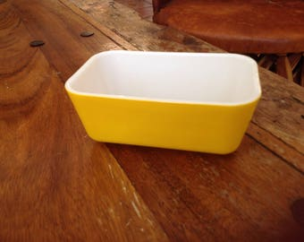 Vintage yellow Pyrex refrigerator dish