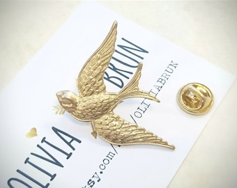 Gold Swallow Brooch Gold Swallow Tie Tack Animal Brooch Gold Bird Lapel Pin Swallow Pin Gold Brooch Wedding Accessories