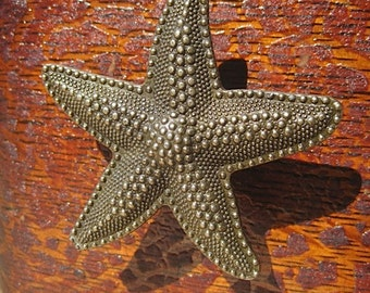 Starfish Drawer Knobs - Cabinet Pulls in Brass Toned Metal (MK114)