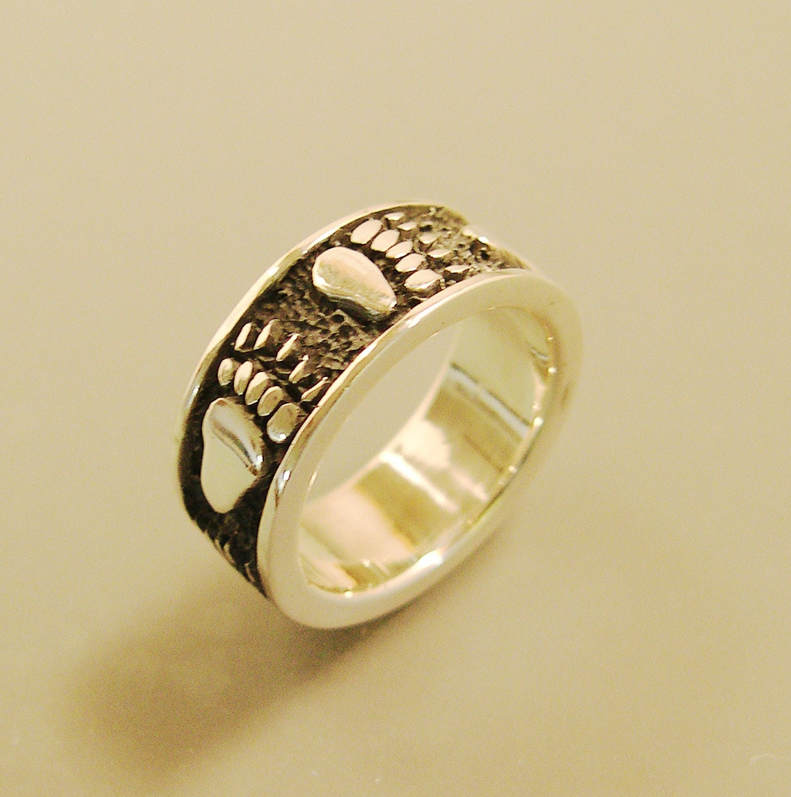 Grizzly Bear Track Ring Grizzly Bear Wedding Band Grizzly