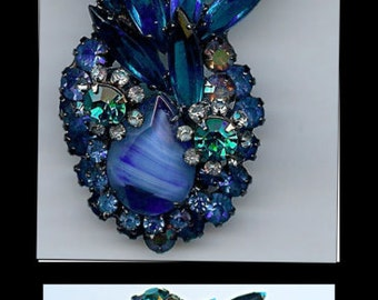 Vintage JULIANA Dimensional Shades of BLUE Art Glass & RHINESTONE brooch Pin